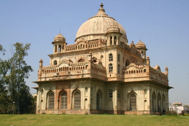 tomb of saadat ali khan, lucknow